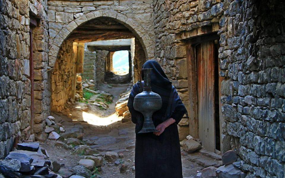 Жительница старой части села Корода